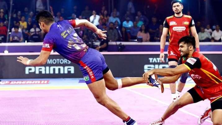 Dabang Delhi in action against Bengaluru Bulls