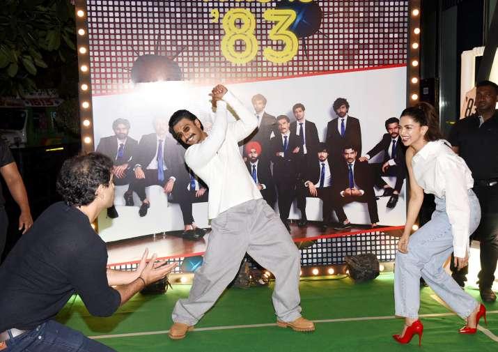 India Tv - Ranveer Singh and Deepika Padukone get playful