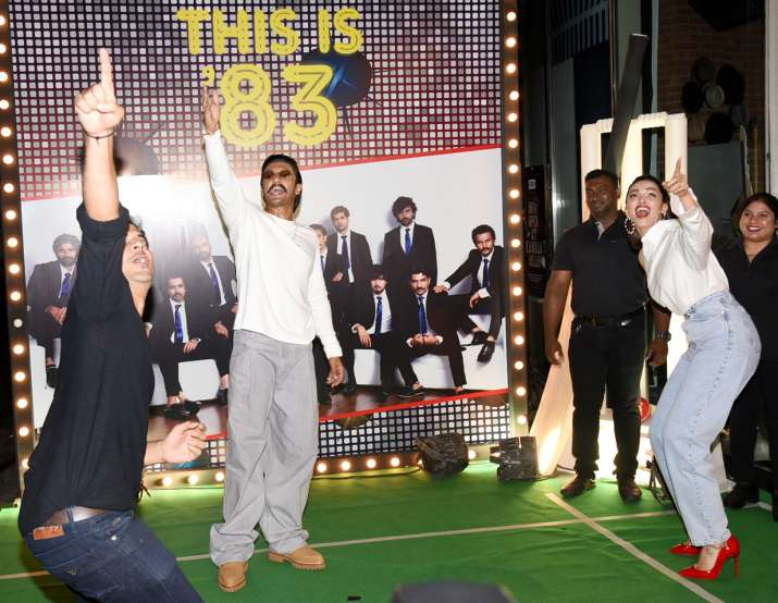 India Tv - Ranveer Singh hits a six on Deepika Padukone's ball