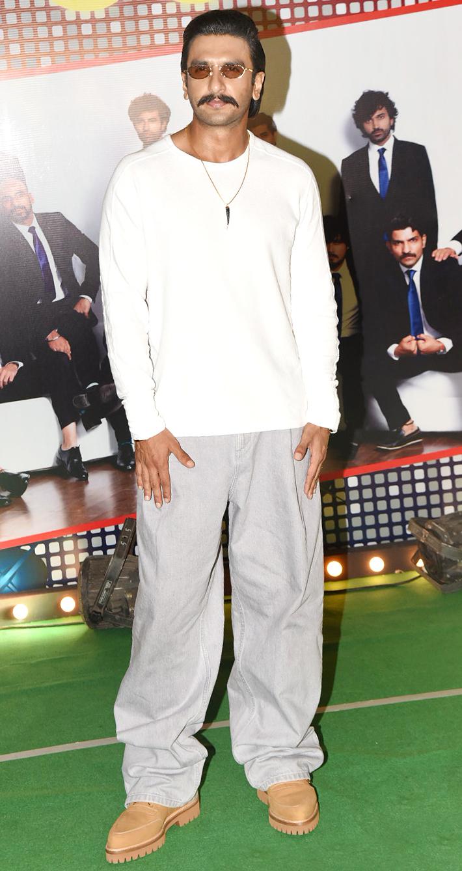 India Tv - Ranveer Singh looks dapper at '83 wrap up bash