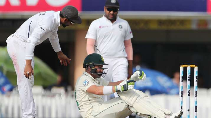 Dean Elgar suffers concussion after Umesh bouncer hits him, out of action for six days