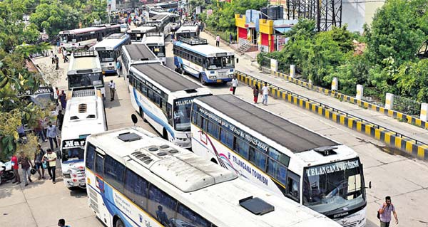 TSRTC Strike: All-party leaders call for Khammam bandh, after driver suicide