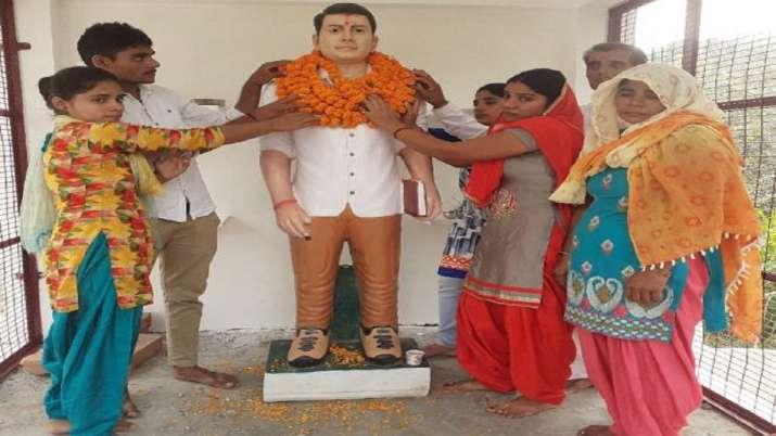 Family of slain Bulandshahr riot accused installs statue