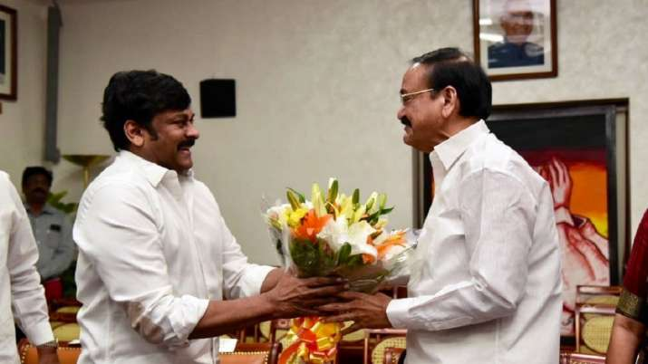 Vice President M. Venkaiah Naidu watches Sye Raa Narasimha Reddy with Chiranjeevi