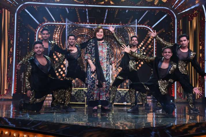 India Tv - Nach Baliye 9: Helen graces the dance reality show, says 'I wouldn't have survived this era'