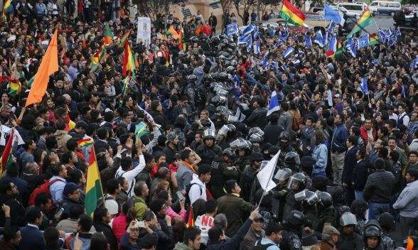 Protesters forcibly cut female Bolivia Mayor's hair