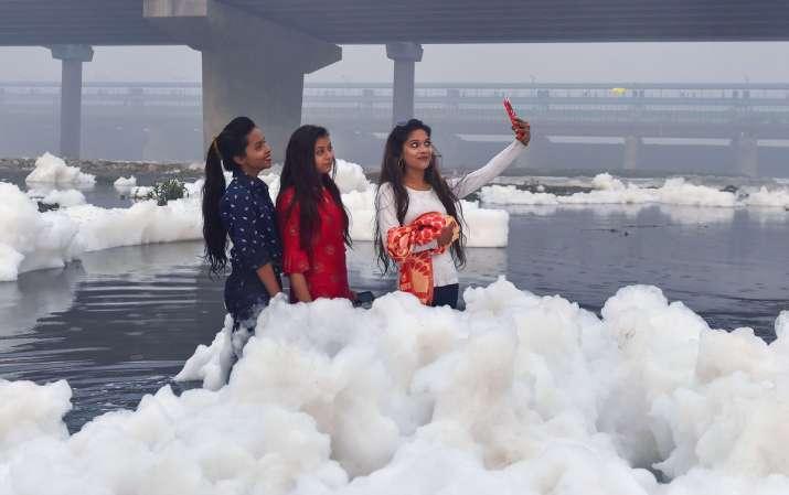 India Tv - yamuna chhath puja, chhath in yamuna, toxic foam in yamuna, yamuna toxic foam