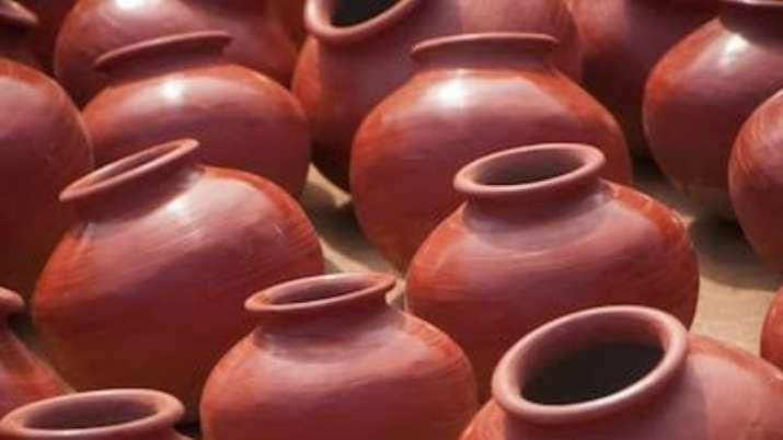 Vastu Tips: Storing drinking water in an earthen pot will