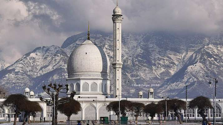 Roads leading to Hazratbal Shrine sealed, normal life