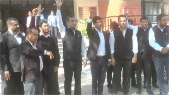Jammu lawyers on indefinite strike threaten to intensify agitation