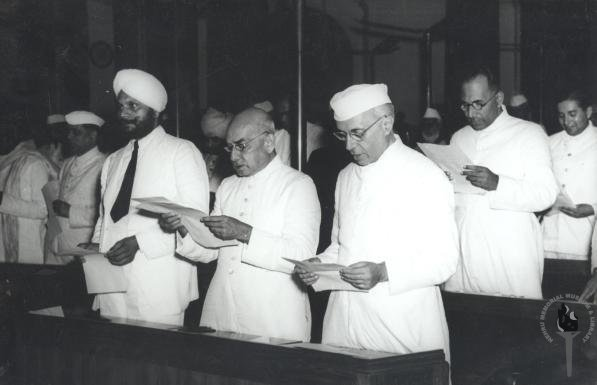 India Tv - Jawaharlal Nehru and other members taking pledge during the midnight session of the Constituent Assembly of India held on 14 and 15 August 1947.
