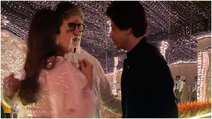 Wondering what Amitabh Bachchan's 'personal chat' with Shah Rukh Khan and Gauri was?
