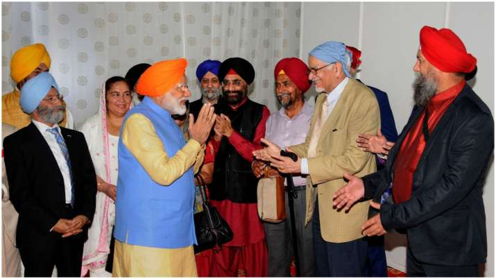 India Tv - Prime Minister Narendra Modi meets with an NRI delegation who also went across the border through the Kartarpur Corridor.
