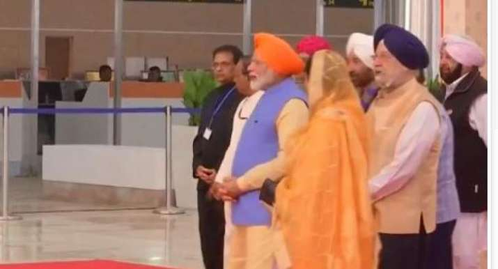 PM Modi inaugurates Kartarpur corridor, flags off first