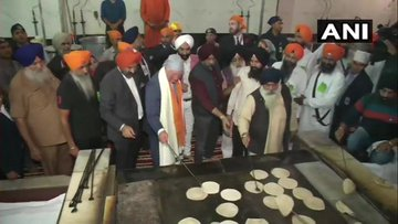 Prince Charles visits Bangla Sahib gurdwara, tries flipping