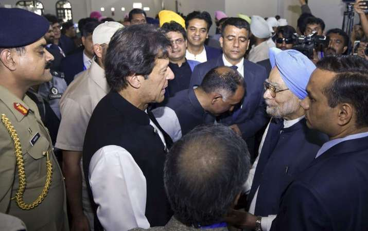 India Tv - After meeting PM Modi, Former Prime Minister, Manmohan Singh met Pak PM Imran Khan across the border while he attended the inauguration event held in Pakistan.