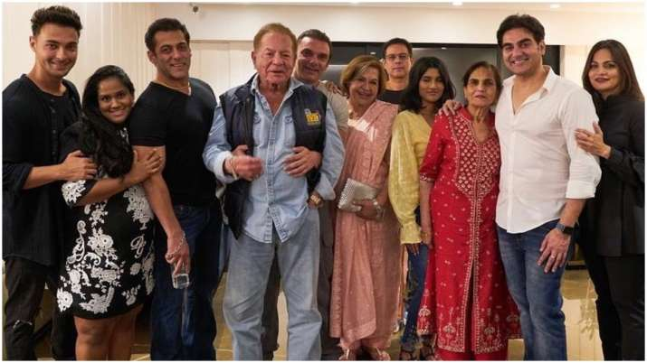 Salman Khan's family picture with father Salim, Arpita and others will give  you Hum Saath Saath Hain feel | Celebrities News – India TV