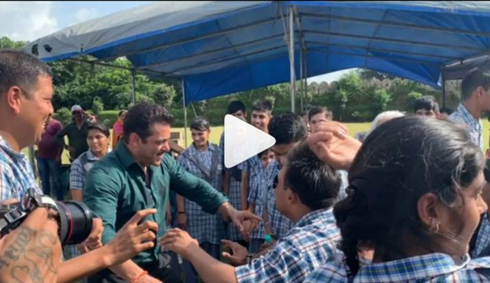 Dabangg 3 stars Salman Khan, Sonakshi Siinha dance with special children in Jaipur, watch videos