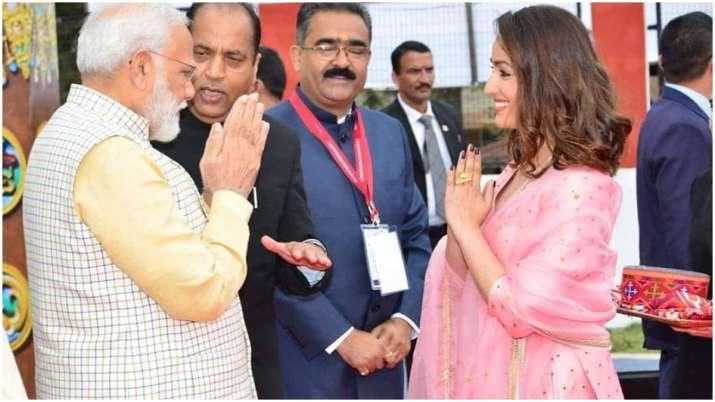 Yami Gautam: Honoured to share stage with PM Modi
