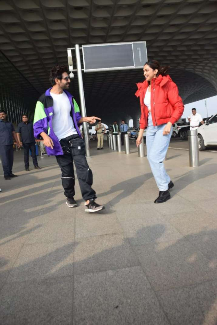 India Tv - Kartik Aaryan keeps his promise, teaches Deepika Padukone