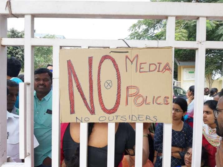 No police, No politicians... Only Justice: Hyderabad