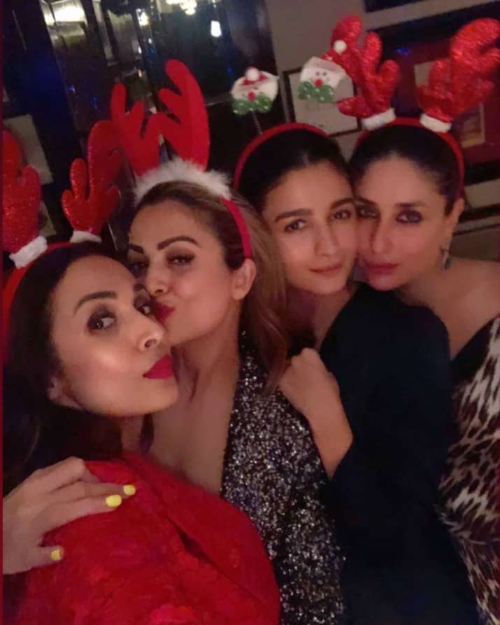 Kareena Kapoor's Christmas bash is high on glamour; Sara Ali Khan, Malaika, Arjun, Ranbir and Alia attend [INSIDE PICS] | Celebrities News – India TV