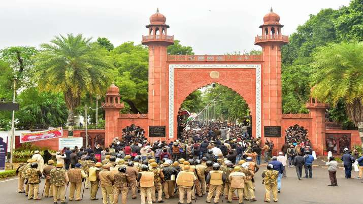 AMU students protest against CAA, cops use batons, teargas