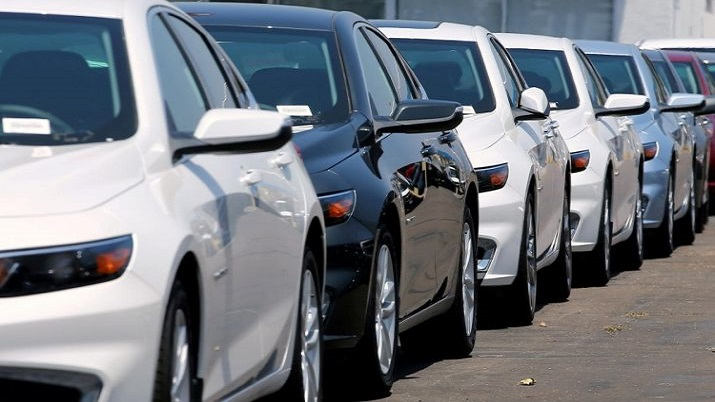 Auto stocks mostly higher on price hike announcements