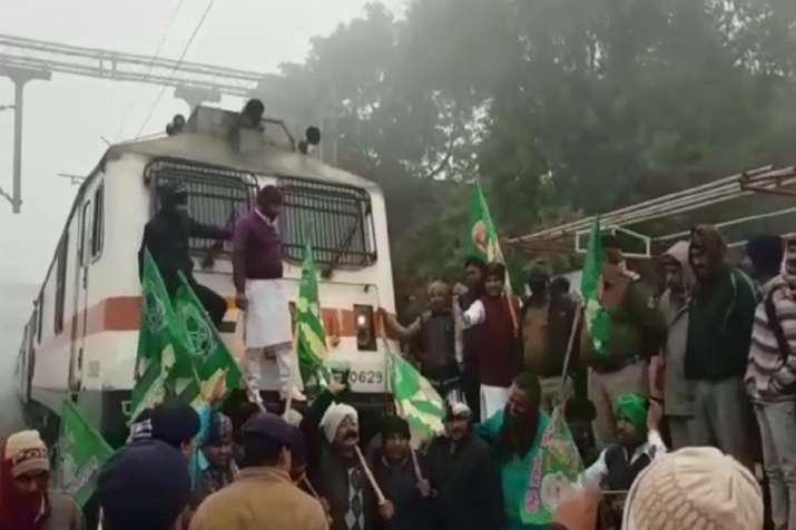 Protesters stop Janshatabdi Express in Bihar's Jehanabad