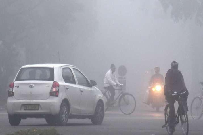 Dense fog envelops city (Representational image)