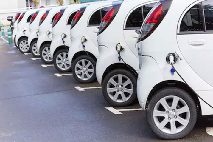 500 electric cabs to hit Delhi roads this month to combat