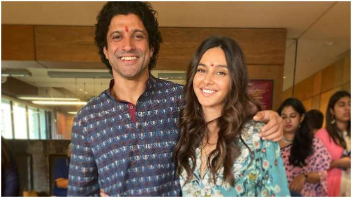 Farhan Akhtar undergoes freezing 'cryotherapy' treatment with girlfriend Shibani Dandekar