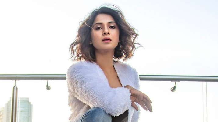 Beyhadh 2 actress Jennifer Winget on Christmas celebrations: Forget about counting calories