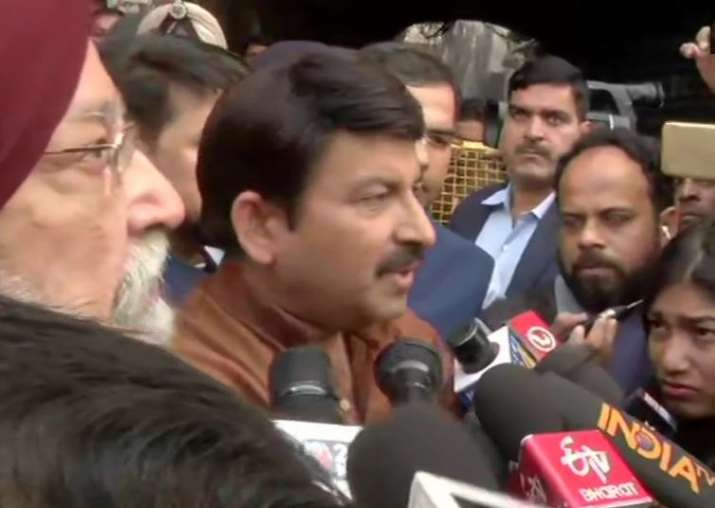 India Tv - Manoj Tiwari visits Delhi fire incident site