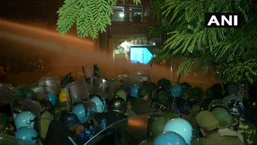 India Tv - Protestors pelt stones on police at Delhi Gate, cops use water cannon| LIVE