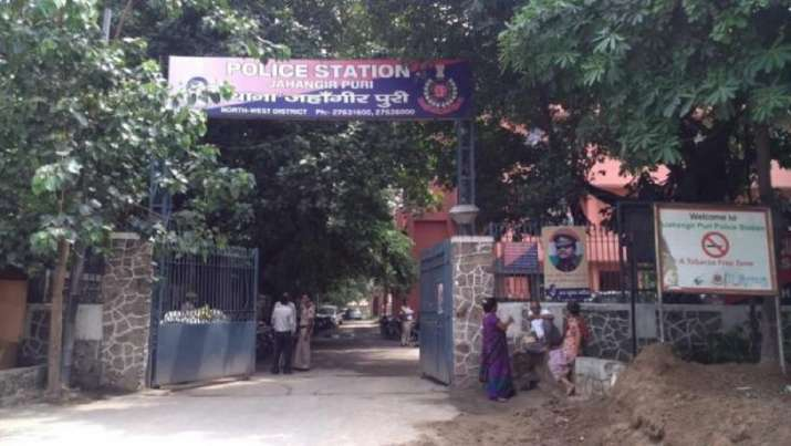 Delhi court pulls up police for failing to register FIR on rape survivor's complaint of threat
