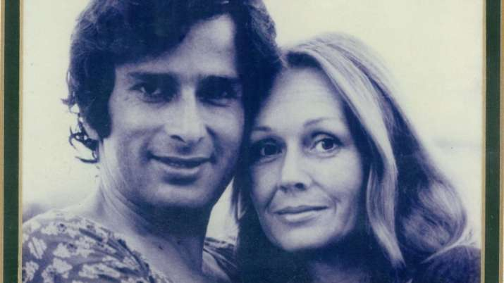 You can't miss this heart-warming photo of Shashi Kapoor and wife Jennifer Kendal