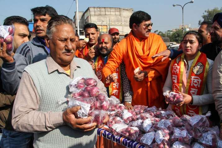 Shiv Sena activists sell onions at low-price as they protest over rise in its prices