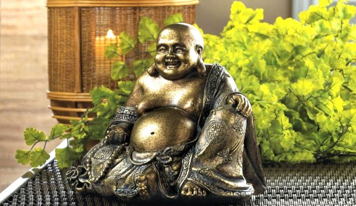 Vastu Tips for home: Keeping Laughing Buddha at door