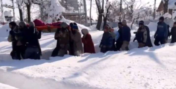Hero jawans carry pregnant woman to Baramulla hospital in