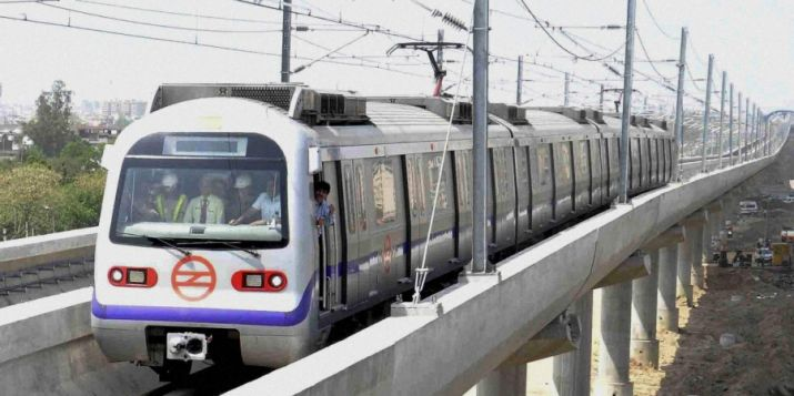 Man commits suicide by jumping before Delhi Metro