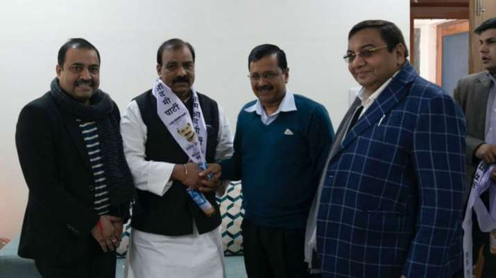 Jagdish Yadav on Saturday joined AAP in the presence of CM Arvind Kejriwal