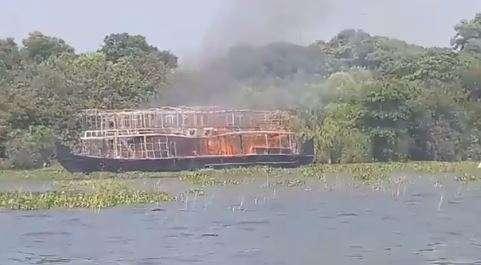 Houseboat catches fire in Kerala, 13 tourists escape unhurt