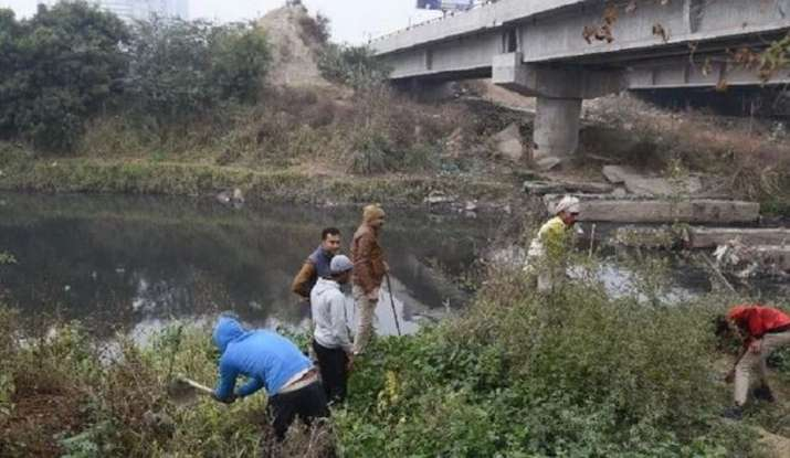 Body of unidentified woman with hands tied found floating in river