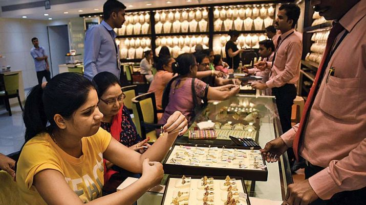 Gold prices fall Rs 162, silver tumbles Rs 657