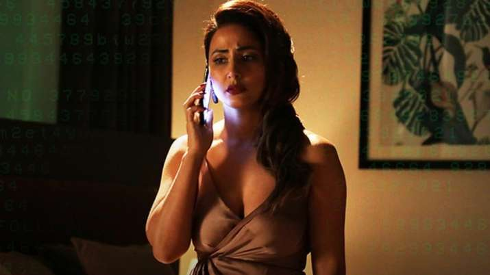 Hacked song Ab Na Phir Se Out: Hina Khan drinks her heart out to forget the pain of love