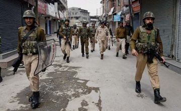 DSP in South Kashmir detained in car along with Hizb and LeT commanders