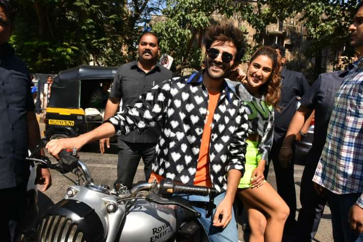 India Tv - Sara Ali Khan and Kartik Aaryan arrive on bike for the trailer launch of Love Aaj Kal