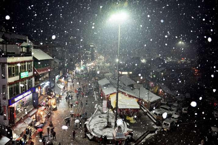 Light snowfall, rain in Himachal