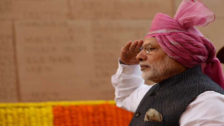 India Tv - Continuing with his tradition, PM Modi sported pagdi with a tail during 2017 Republic Day celebrations.